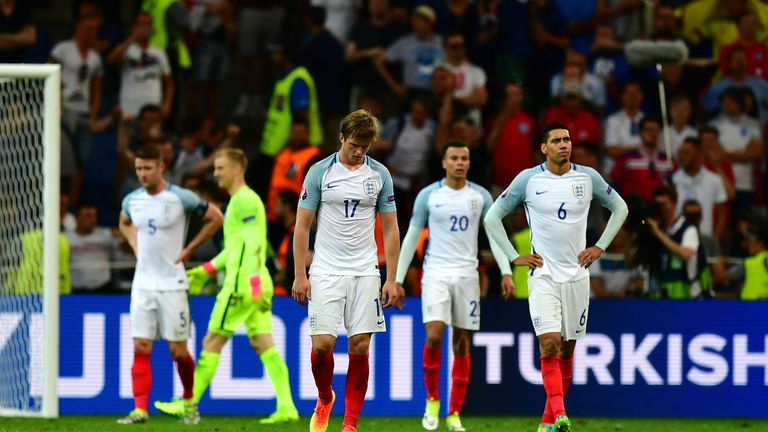 England show their dejetion after conceding late against Russia