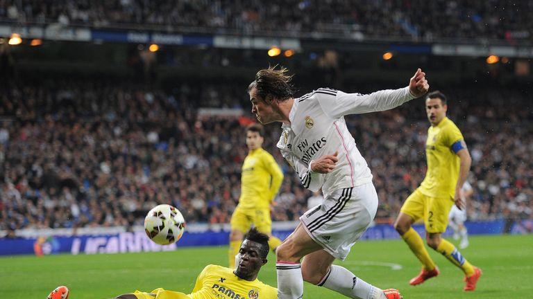 Eric Bailly of Villarreal  blocks Gareth Bale of Real Madrid during the La Liga match between Real Madrid and Villarreal at the Bernabeu in 2015