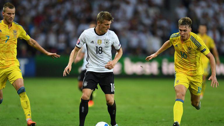 Toni Kroos (c) vies with Ukraine midfielder Serhiy Sydorchuk