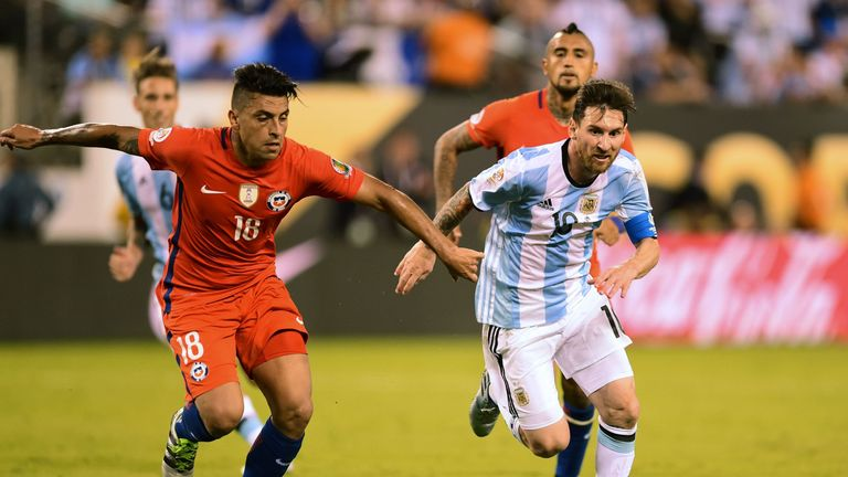 Chile's Gonzalo Jara (L) and Argentina's Lionel Messi compete for the ball in the Copa America final