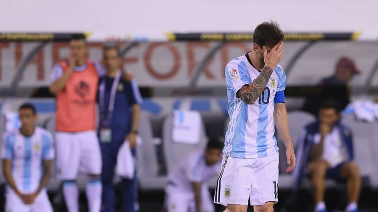 EAST RUTHERFORD, NJ - JUNE 26:  Lionel Messi #10 of Argentina reacts after he missed a penalty kick against Chile during the Copa America Centenario Champi
