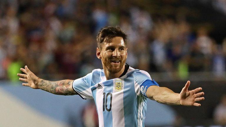 Lionel Messi de Argentina celebra su segundo gol contra Panamá