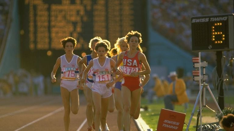 Budd and Decker lead the field during the 3000m final at the LA Olympics