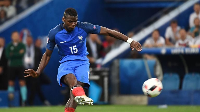 Manchester United seem to be favourites to sign Paul Pogba