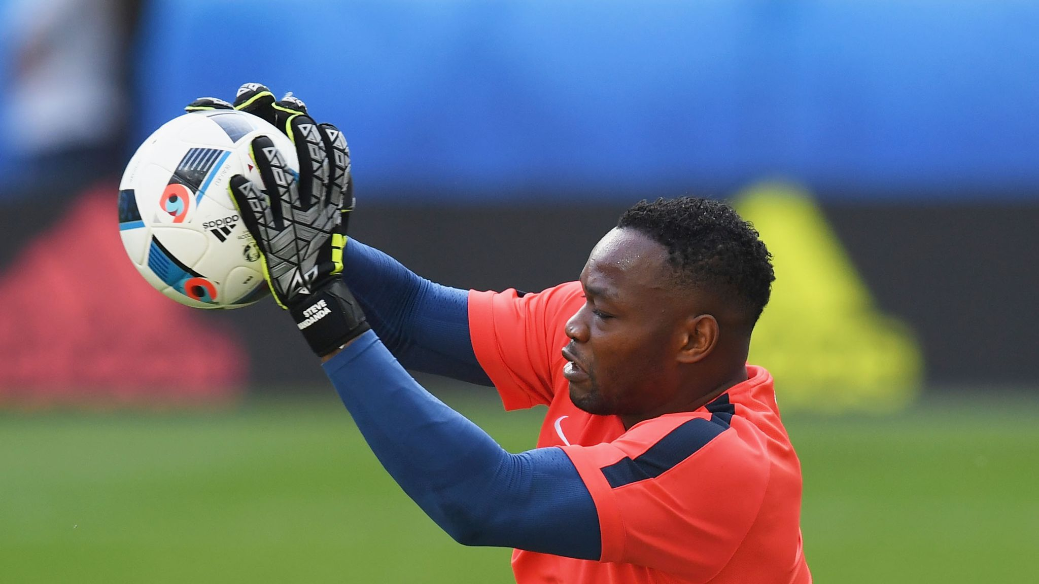Steve Mandanda completes transfer to Crystal Palace from Marseille ...
