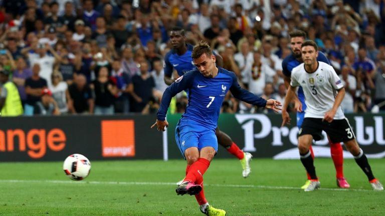 Griezmann trascina la Francia con una doppietta. Il 7 francese andrà a sfidare in finale l'altro grande protagonista di Euro 2016 con il 7 sulla magia: CR7 (Getty Image)