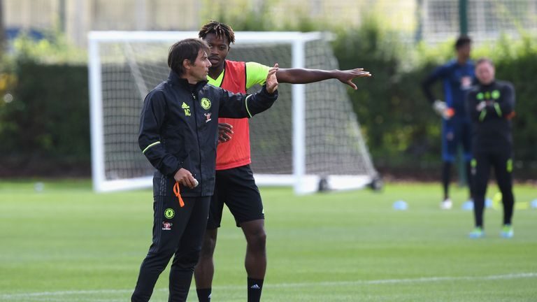 Antonio Conte talks tactics on the training ground with Nathaniel Chalobah