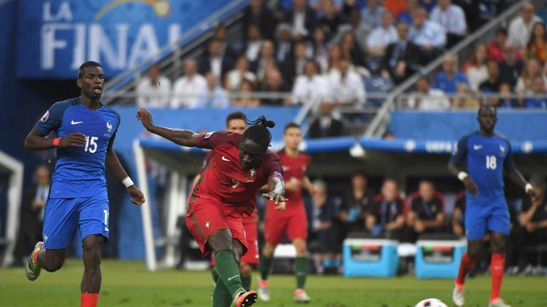 Eder of Portugal scores
