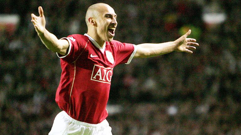 Larsson celebrates a goal for Manchester United against Lille