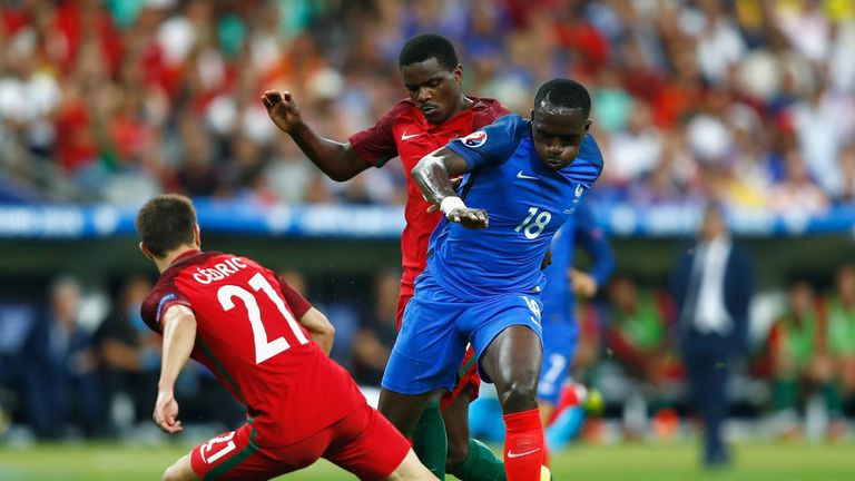 PARIS, FRANCE - JULY 10:  Cedric Soares (l) and William Carvalho of Portugal (c) combine to tackle Moussa Sissoko of France during the UEFA EURO 2016 Final