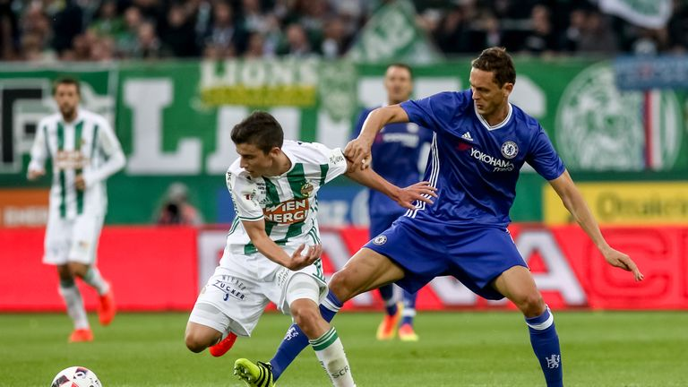 Antonio Conte wants to keep midfielder Nemanja Matic (R) at Chelsea