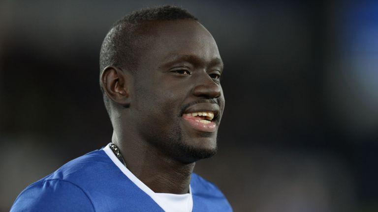 Everton's Senegalese striker Oumar Niasse greets the crowd on the pitch before the English Premier League football match between Everton and Newcastle Unit