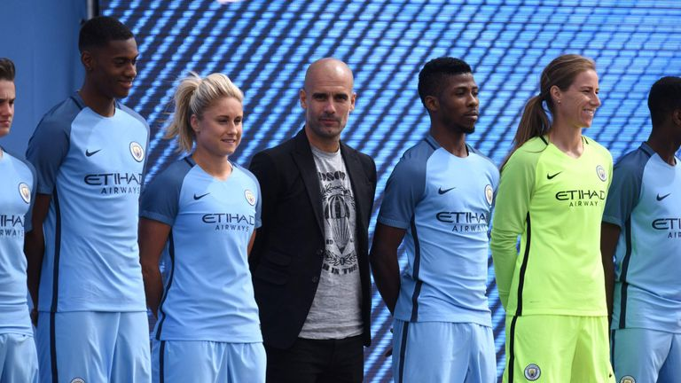 new style 1f3ff 67e20 Manchester City treat fans at Cityzens Weekend where new ...