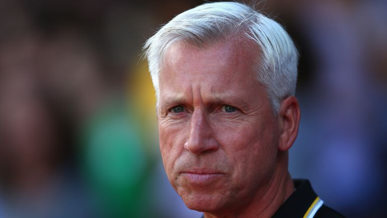 LONDON, ENGLAND - AUGUST 06:  Manager Alan Pardew of Crystal Palace during the Pre Season Friendly match between Crystal Palace and Valencia at Selhurst Pa