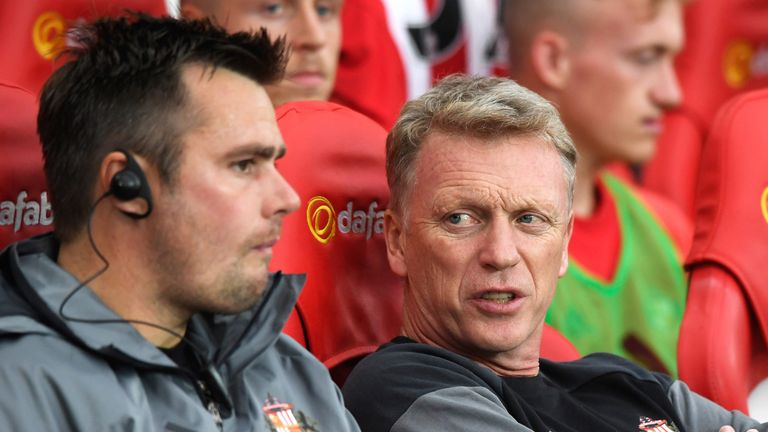 David Moyes talks to coach Robbie Stockdale during the EFL Cup second round