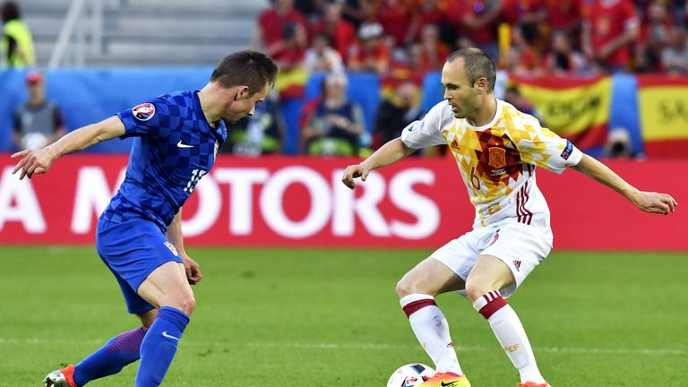 Spain's midfielder Andres Iniesta (R) controls the ball as he is marked by Croatia's midfielder Marko Rog during the Euro 2016 group D football match betwe