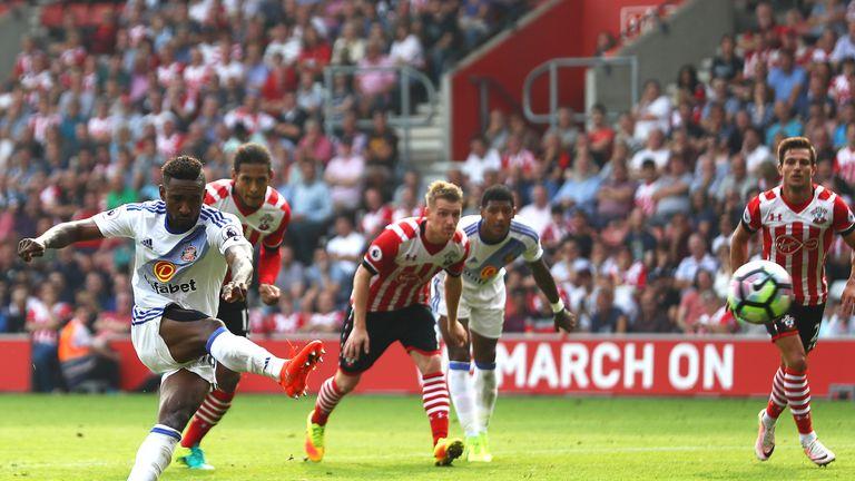 Jermain Defoe scores for Sunderland from the penalty spot