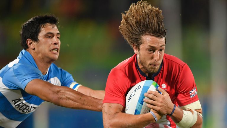 Britain's Dan Bibby scores the winning try in the sevens quarter-final against Argentina