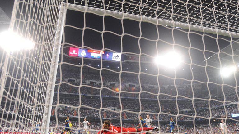 Celta Vigo's Sergio Alvarez fails to stop Toni Kroos from scoring Real Madrid's winning goal