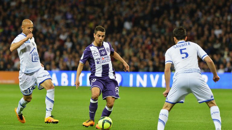 TOULOUSE, FRANCE - MAY 07:  Wissam Ben Yedder from Toulouse in action during the match between Toulouse v Troyes at Stadium Municipal on May 7, 2016 in Tou