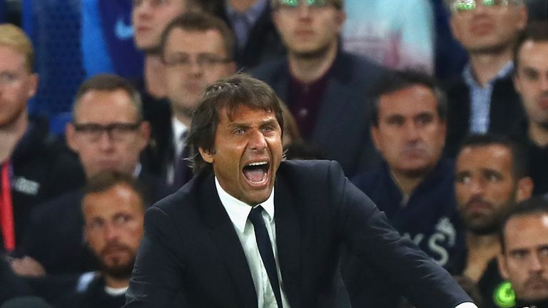 LONDON, ENGLAND - SEPTEMBER 16:  Antonio Conte, Manager of Chelsea reacts from the touchline during the Premier League match between Chelsea and Liverpool