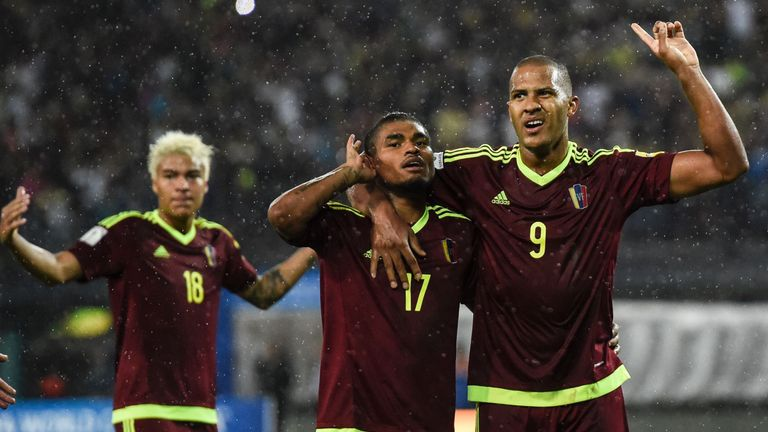 Josef Martinez (C) celebrates with teammate Salomon Rondon (R) after scoring against Argentina