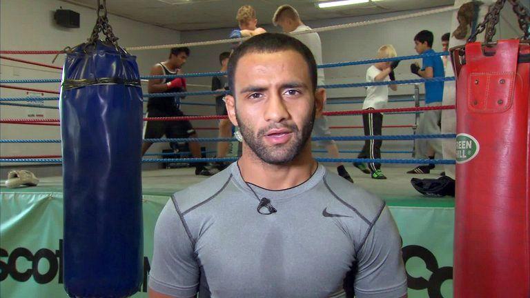 Kid Galahad beat Reynaldo Mora in three rounds