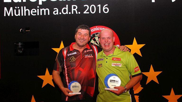 Mensur Suljovic celebrates his runners-up finish with winner Van Gerwen
