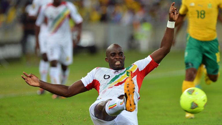 Mali's midfielder Momo Sissoko kicks the ball during the African Cup of Nation 2013 quarter final football match South-Africa vs Mali, on February 2, 2013