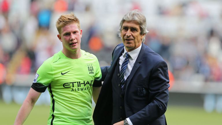 Manchester City's Chilean manager Manuel Pellegrini with Manchester City's Belgian midfielder Kevin De Bruyne (L) on the pitch after the English Premier Le