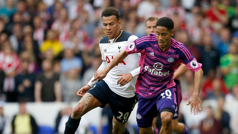 Steven Pienaar (R) takes on Dele Alli at White Hart Lane