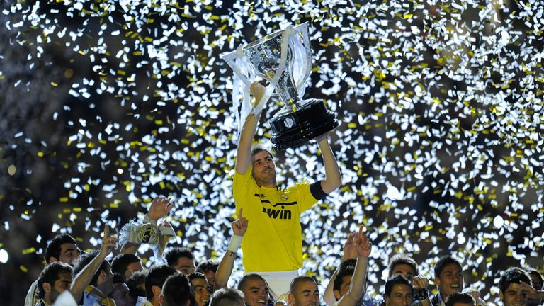 MADRID, SPAIN - MAY 13:  Iker Casillas of Real Madrid CF holds up the La Liga trophy as he celebrates with team-mates after the La Liga match between Real