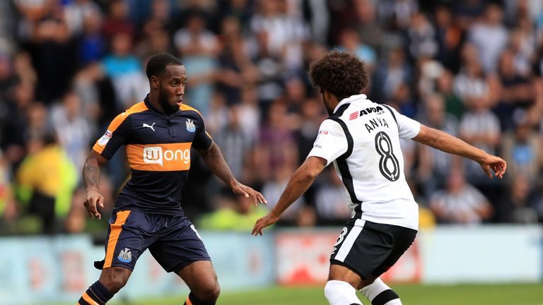 Newcastle United's Vurnon Anita (left) and Derby County's Ikechi Anya battle for the ball during the Sky Bet Championship match at the iPro Stadium, Derby