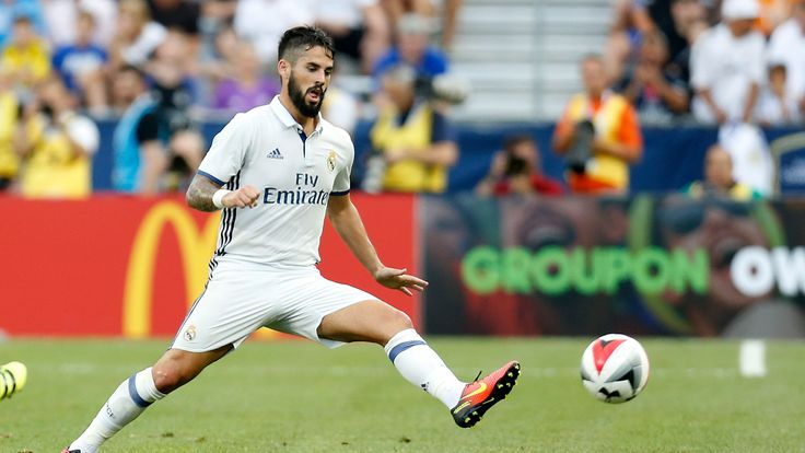 COLUMBUS, OH - JULY 27:  Isco #22 of Real Madrid C.F. controls the ball during the game against Paris Saint-Germain F.C. on July 27, 2016 at Ohio Stadium i