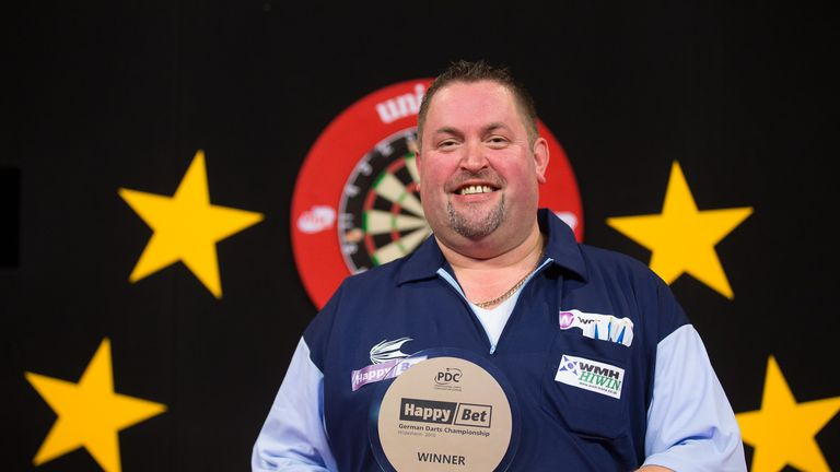 Alan 'Chuck' Norris defends his German Darts Championship