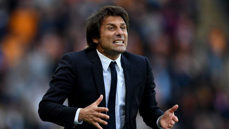 HULL, ENGLAND - OCTOBER 01:  Antonio Conte, Manager of Chelsea reacts during the Premier League match between Hull City and Chelsea at KCOM Stadium on Octo