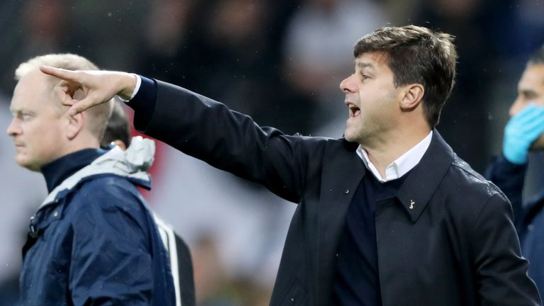 Spurs boss Mauricio Pochettino issues instructions