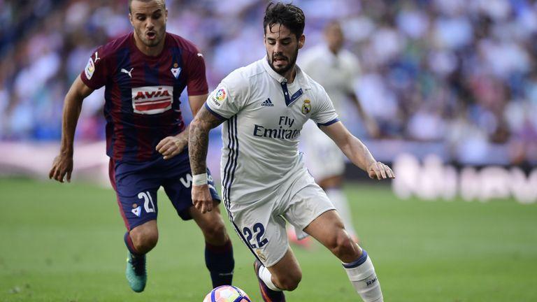 Real Madrid's midfielder Isco (R) vies with Eibar's midfielder Pedro Leon during the Spanish league football match Real Madrid CF vs SD Eibar at the Santia