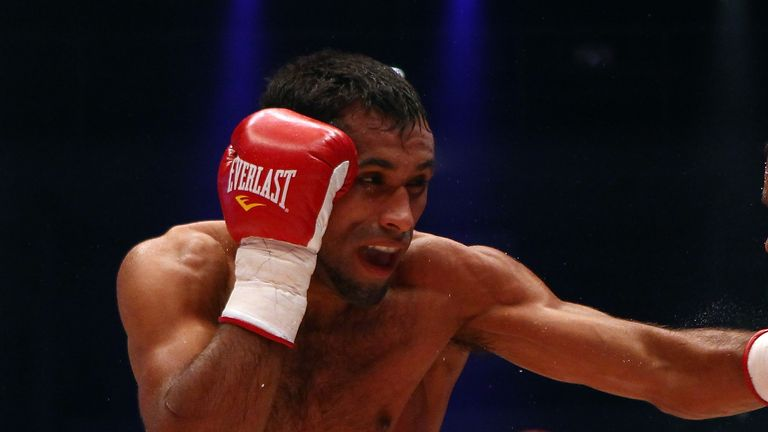 Jonathan Barros (L) of Argentina, former WBA featherweight world champion