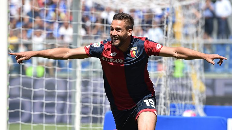 GENOA, ITALY - MAY 08:  Leonardo Pavoletti of Genoa CFC celebrates after scoring the opening goal during the Serie A match between UC Sampdoria and Genoa C