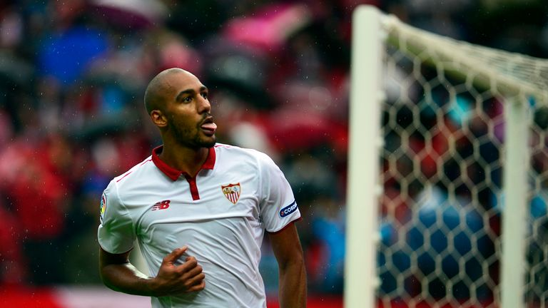 Sevilla's French midfielder Steven N'Zonzi has signed a new contract