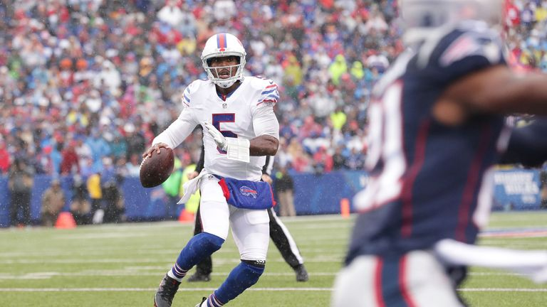 Tyrod Taylor ran in a Bills touchdown as his receiving options failed to deliver in the absence of their injured stars