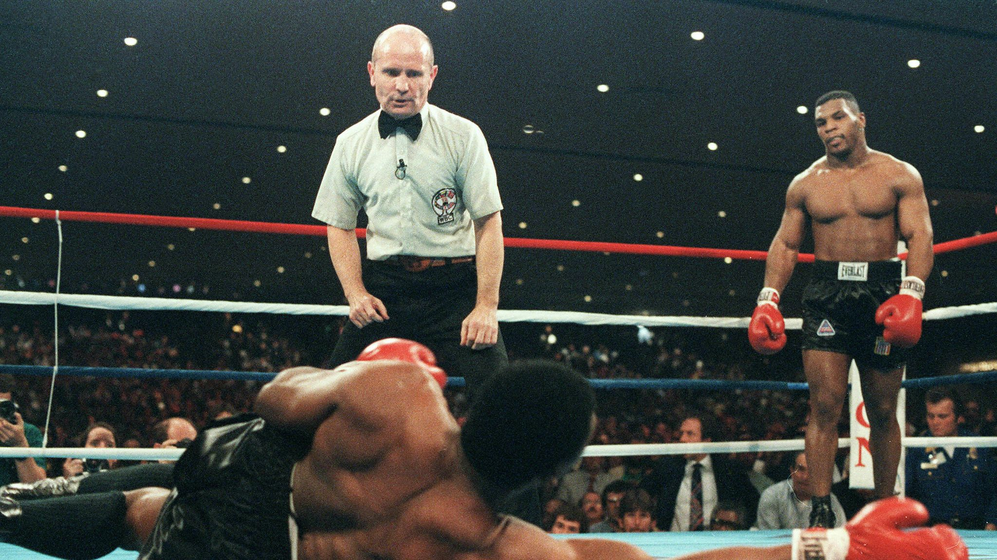 Mike Tyson Made History On November 22 1986 As The Youngest Ever World Heavyweight Champion Boxing News Sky Sports