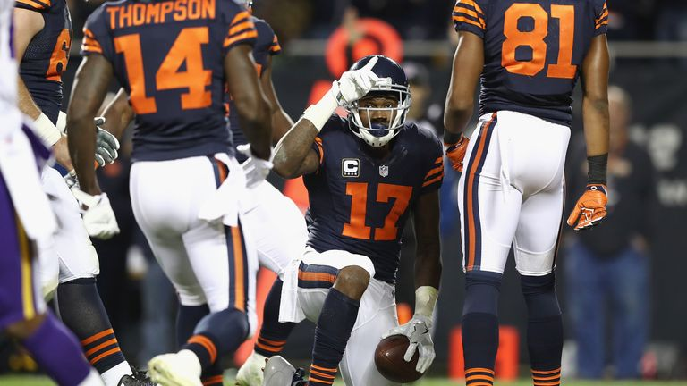 Alshon Jeffery scored his first touchdown of the season, extending Chicago's lead to 20-3