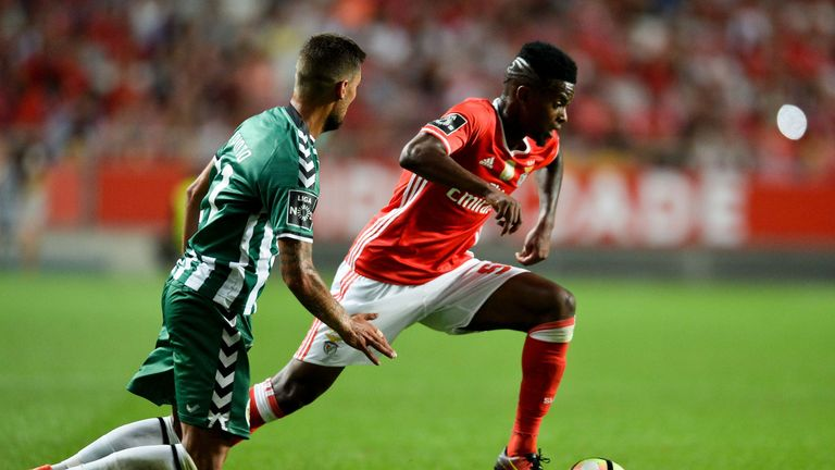 Benfica's defender Nelson Semedo (R) vies with Setubal's defender Nuno Pinto (L) during the Portuguese league football match SL Benfica vs Vitoria FC at th