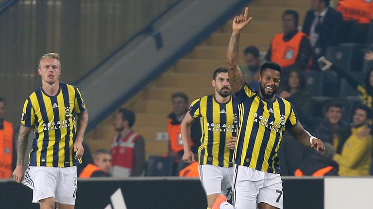 Fenerbahce's Jeremain Lens (R) celebrates after scoring against Manchester United