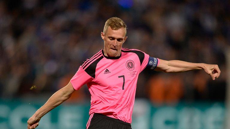 METZ, FRANCE - JUNE 04: Darren Fletcher of Scotland controls the ball during the International Friendly between France and Scotland on June 4, 2016 in Metz