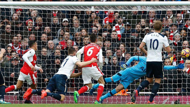 Arsenal's Chilean striker Alexis Sanchez (L) and Arsenal's French defender Laurent Koscielny (C) watch as Tottenham Hotspur's Austrian defender Kevin Wimme
