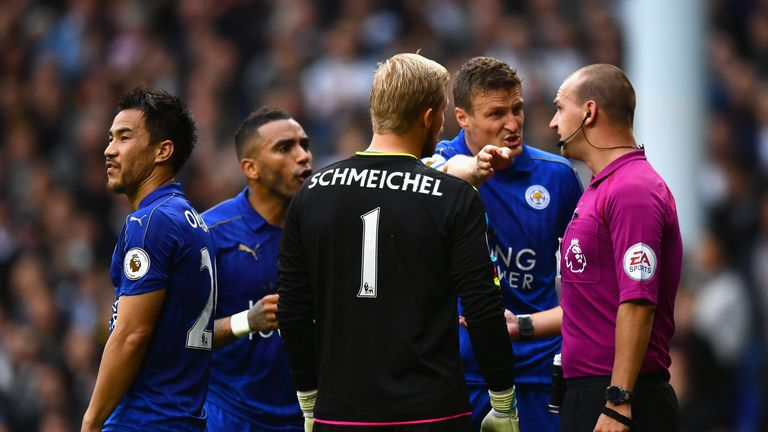 Huth protests about the award of a penalty to Spurs