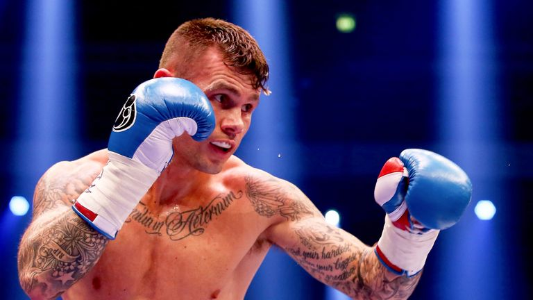 Martin Murray takes on the unbeaten Nuhu Lawal